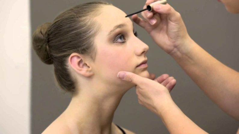 How To Apply Theatrical Makeup